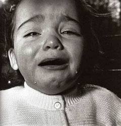 Diane Arbus-Bambino in lacrime-1967